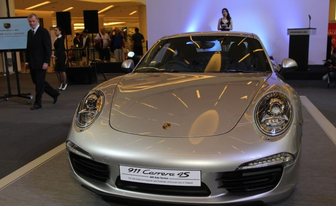 2013-Porsche-911-Carrera-4S-4