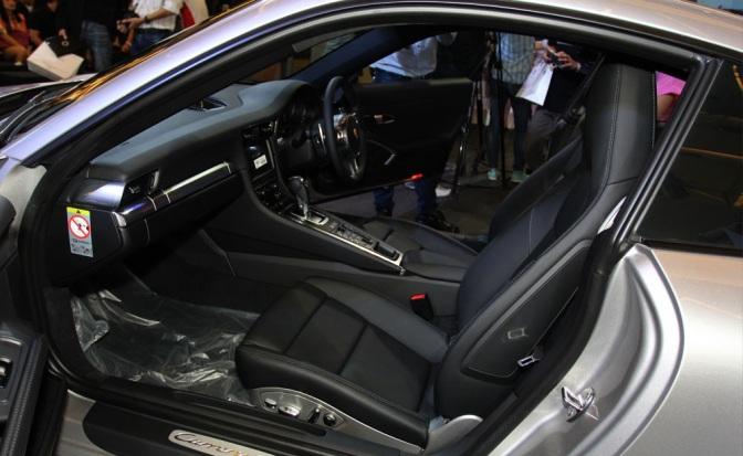 2013-Porsche-911-Carrera-4S-7