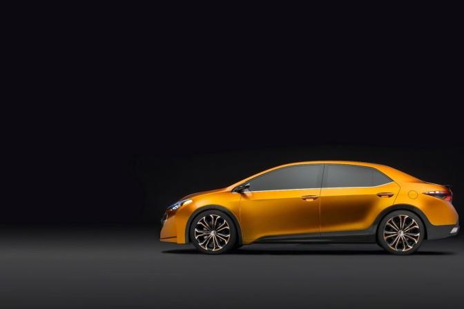 New-Toyota-Altis-2013-3