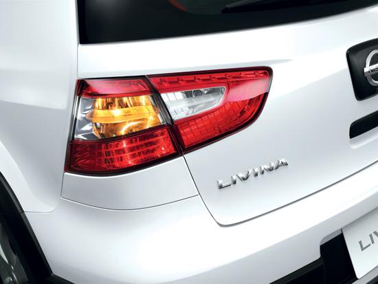 Nissan-Livina-2014-5