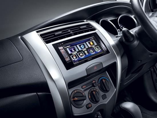Nissan-Livina-2014-8