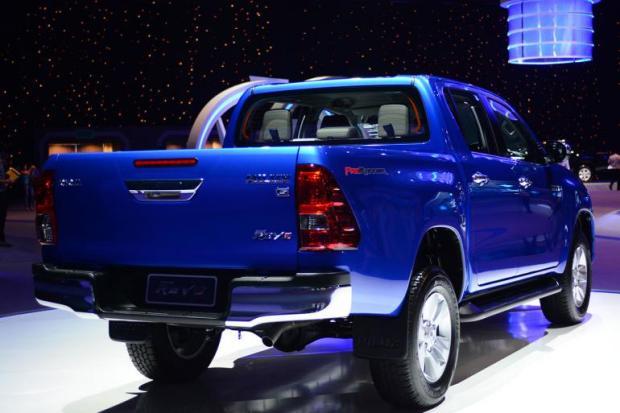 Toyota-Revo-12