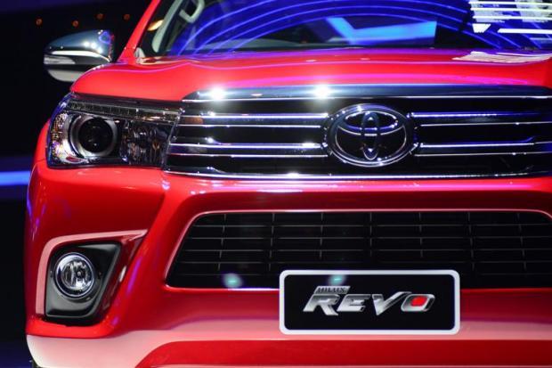 Toyota-Revo-6