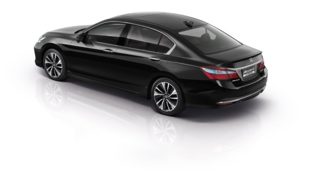 honda-accord-hybrid-2016-rear